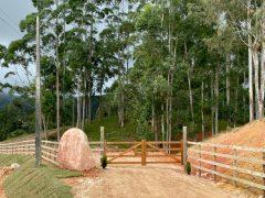 Sítio Maravilhoso, com 4,7 hectares e a 4km do centro de Rancho Queimado.