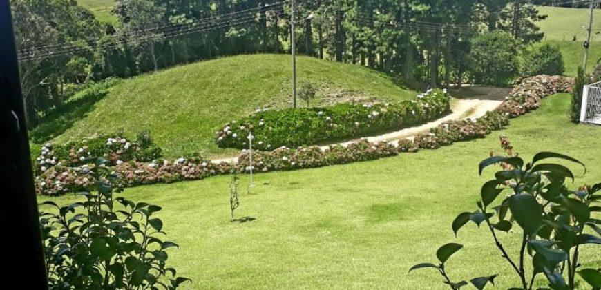 Residência de Alto Padrão no Condomínio Lago Negro – Rancho Queimado – SC